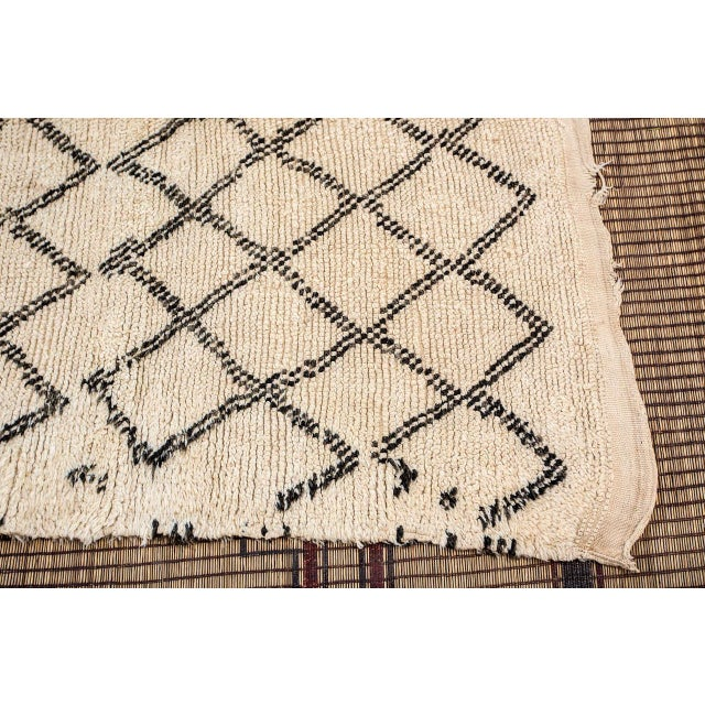 Moroccan Vintage Beni Ouarain Rug North Africa For Sale In Los Angeles - Image 6 of 8