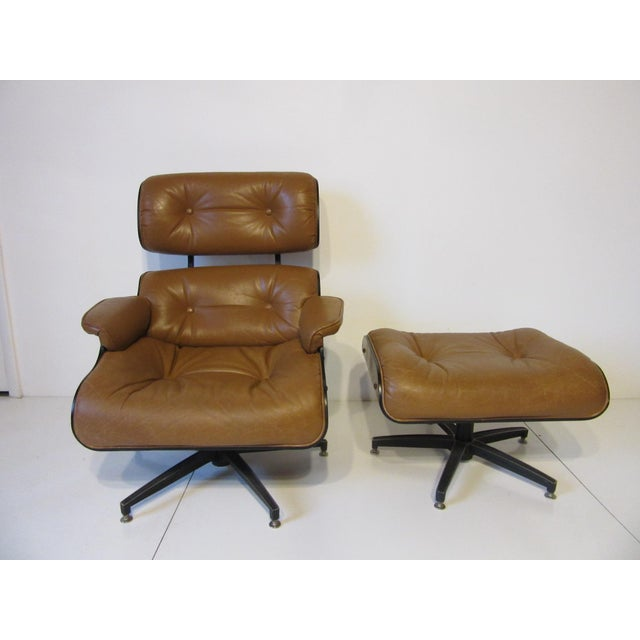 Mid-Century Modern Selig Swiveling Leather Lounge Chair and Ottoman For Sale - Image 3 of 10
