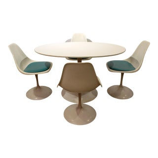 Set of 4 Mid Century Modern Saarinen-Style White Oval Tulip Dining Chairs & Dining Table/Dining Set For Sale