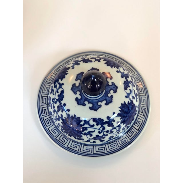 "Blue and White Large Porcelain Ginger Jar With Lid, 16"" Urn For Sale - Image 9 of 12"