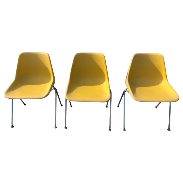 1970s Vintage Yellow Jon Stewart Stackable Shell Chairs- Set of 3 For Sale