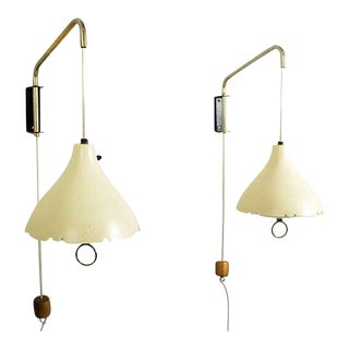 Mid-Century Modern Pair of Wall Sconces After Lightolier For Sale