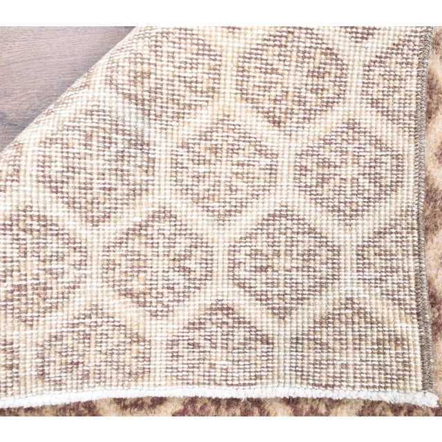 1960s Honeycomb Neutral Ivory Turkish Hand-Knotted Runner For Sale - Image 9 of 10