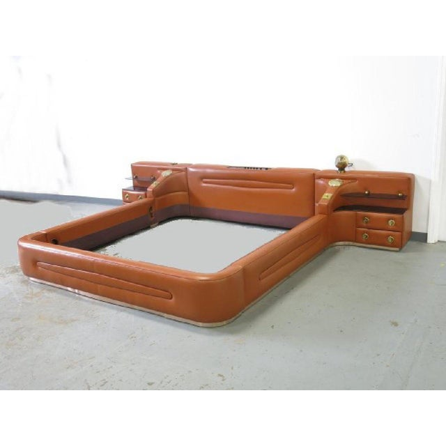 Leather King-Sized Bedframe in the Style of Guido Faleschini For Sale - Image 9 of 9