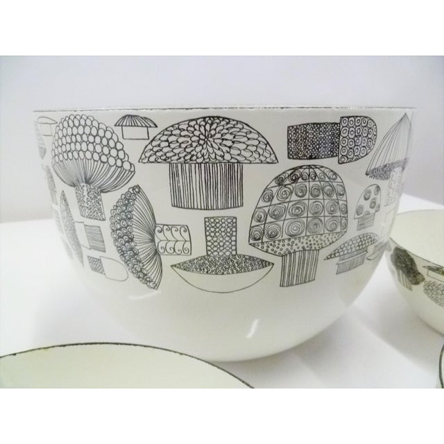 FinelMushrooms by Kaj Franck Set of Enamel Bowls, Arabia Finland 1960s For Sale In Miami - Image 6 of 12
