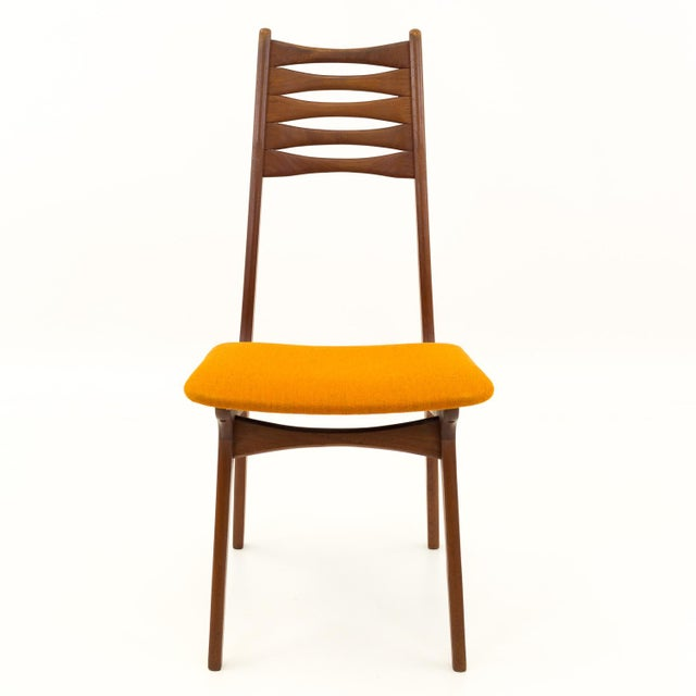 R. Huber & Co. Vintage Mid Century Teak Bow Tie Ladderback Dining Chairs- Set of 6 For Sale - Image 4 of 12