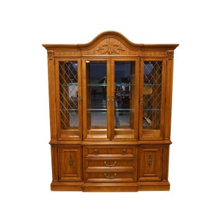 20th Century Traditional Stanley Furniture Lighted Display China Cabinet For Sale
