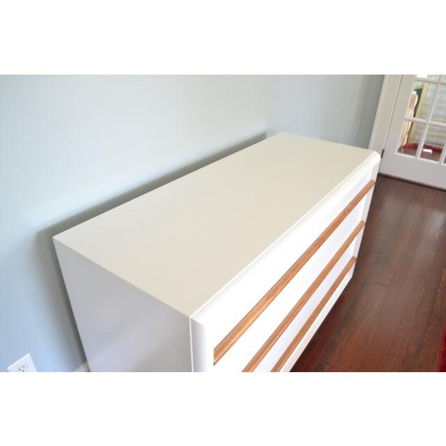 Mid-Century Modern Robsjohn-Gibbings White Lacquer Dresser For Sale - Image 3 of 8