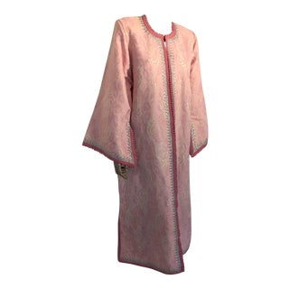 Moroccan Caftan in Pink and Silver Metallic Brocade For Sale