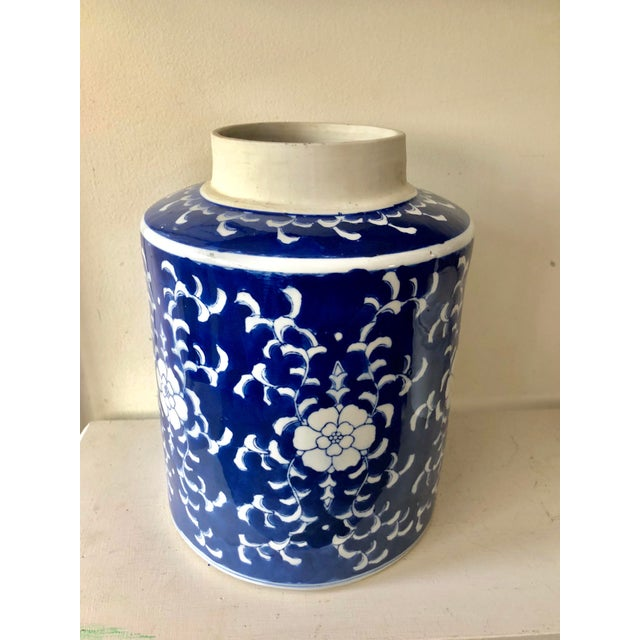 Large Blue & White Jar For Sale In Miami - Image 6 of 6