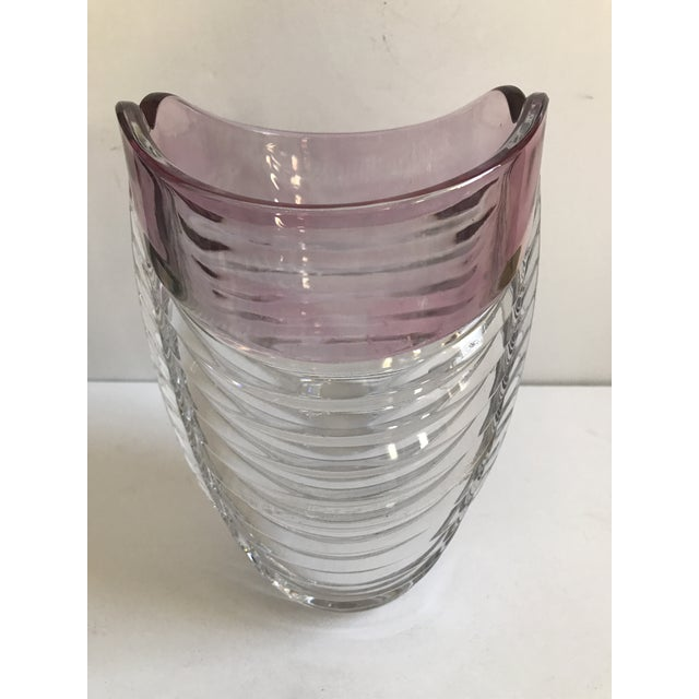 Contemporary Ribbed Pink Rim Glass Vase - Image 5 of 7