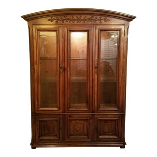 1970s Thomasville Traditional China Cabinet For Sale