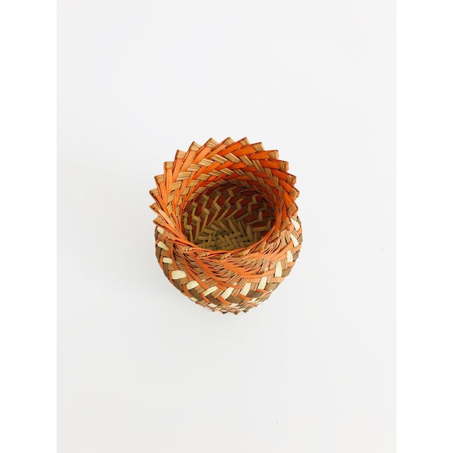 A lovely vintage basket vase with 3 tones of natural fibers woven to create a beautiful pattern. Perfect for using as a...
