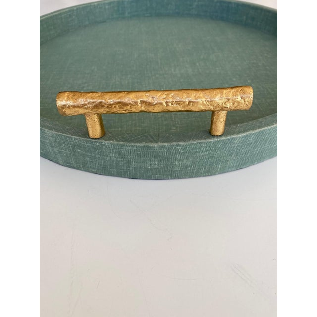 Contemporary Medium Size Green Linen Wrapped Round Tray With Gold Handles For Sale - Image 3 of 4