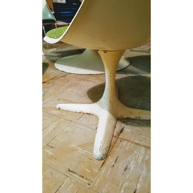 White Burke Saarinen Tulip Table & 6 Chairs For Sale - Image 8 of 11