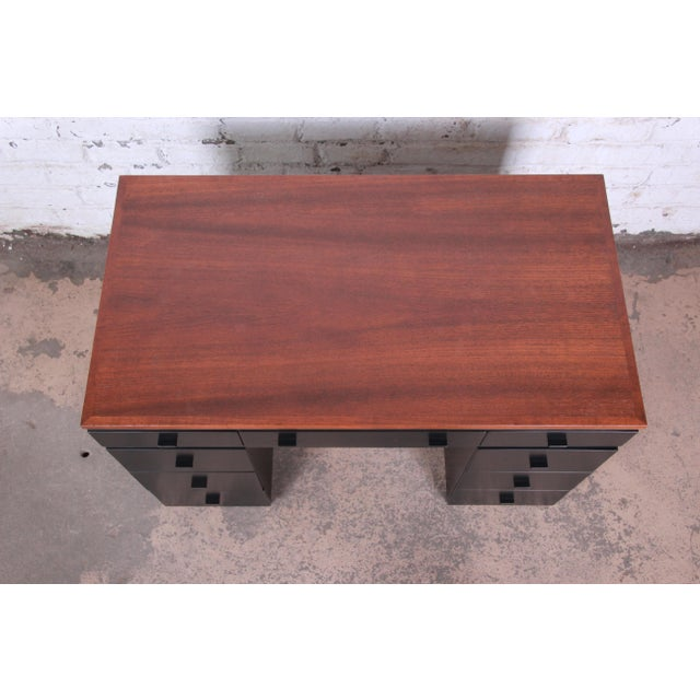 1940s Early Edward Wormley for Dunbar Walnut and Black Lacquered Kneehole Desk, 1940s For Sale - Image 5 of 13