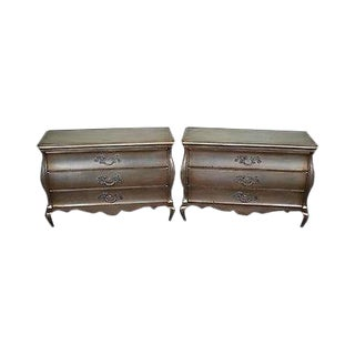 Townsend Vintage Pair of Gold Leaf Painted Bombe Hollywood Regency Nightstands For Sale
