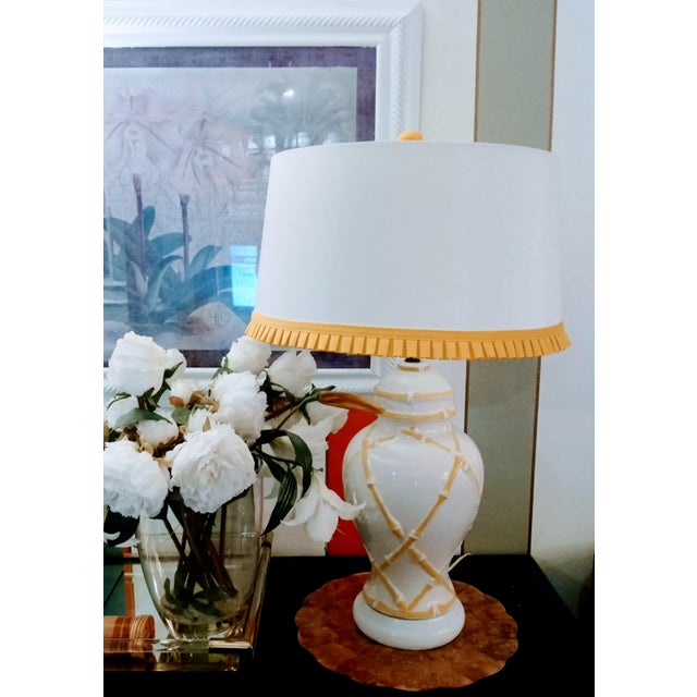 Chelsea House Inc Vintage Faux Bamboo Palm Beach Regency Yellow and White Ginger Jar Pleated Trimmed Shade Table Lamp For Sale - Image 4 of 10