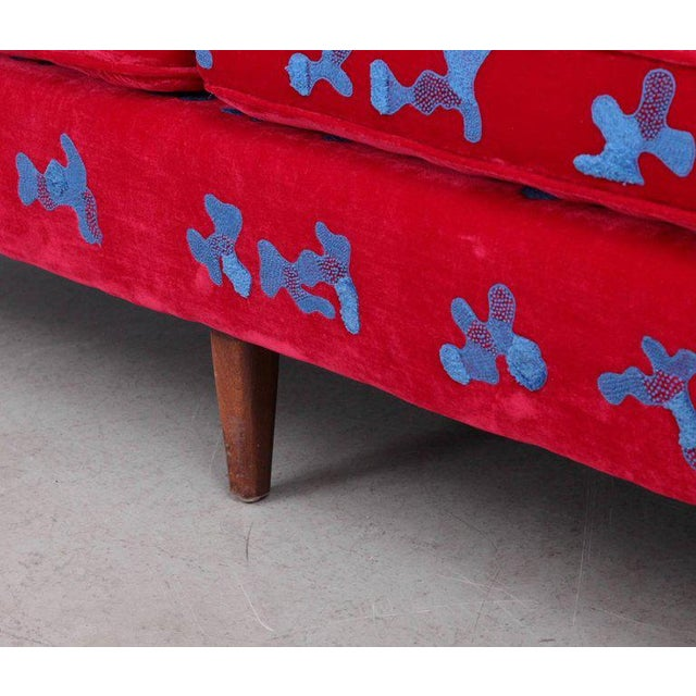 Mid-Century Modern Harvey Probber Sofa with Jupe by Jackie hand embroidered fabric For Sale - Image 3 of 9
