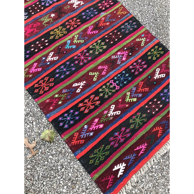 """Mid-Century Modern Vintage Anatolian Rug-Kilim-2'7'x6'3""""-Vibrant Colors Embroidered Motifs-Authentic Rug-Flat Weave Wool-Ready to Use-Long Rug-Kitchen Kilim Rug For Sale - Image 3 of 8"""