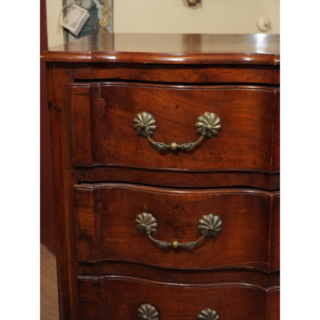 Mid 18th Century Louis XV Walnut Commode For Sale - Image 5 of 9
