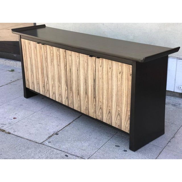 Mid-Century Modern Bernhardt 2-Tone Asian Flair Sideboard For Sale - Image 3 of 7