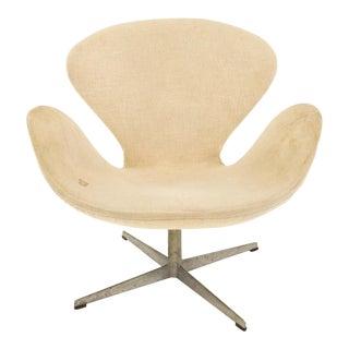 Arne Jacobsen for Fritz Hansen Mid Century Swan Chair For Sale