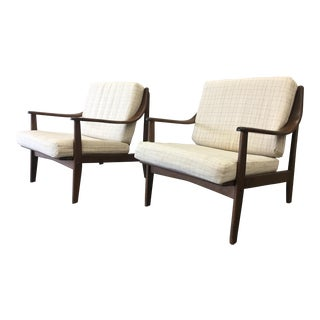 Pair of Mid-Century Modern Arm Chairs Accent Chairs For Sale