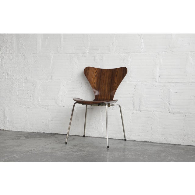 Set of Series 7 Arne Jacobsen Dining Chairs - Image 5 of 8