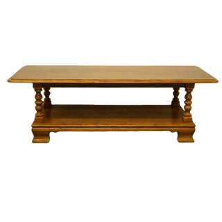 "20th Century Early American Ethan Allen Heirloom Nutmeg Maple 50"" Coffee Table For Sale"