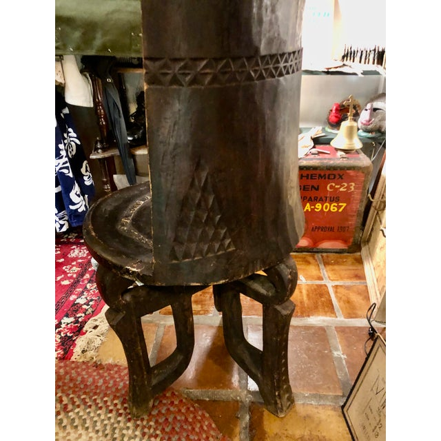 1940s African Carved Wood Tanzanian Ceremonial Chief's Throne Chair For Sale - Image 5 of 11
