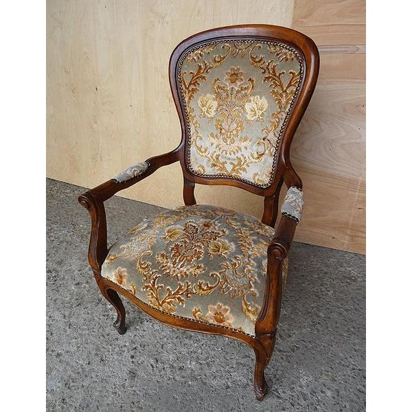 French Antique Elegant French Louis XV Style Original Floral Upholstery Walnut Armchair For Sale - Image 3 of 13