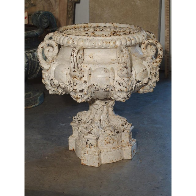 White 19th Century 8-Spout Painted Cast Iron Fountain Element From France For Sale - Image 8 of 12