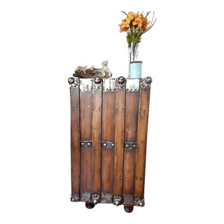 Farmhouse Restored Trunk End Table For Sale