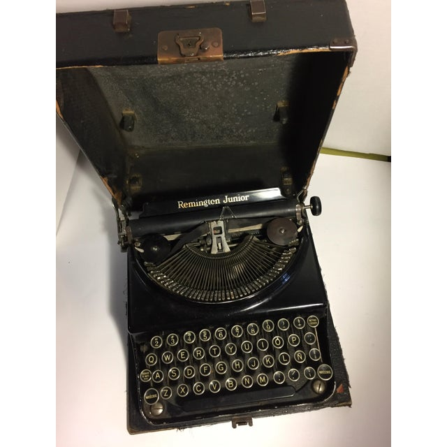 The Remington Junior was made from 1933 to 1940. This is the hard to find Spanish keyboard version making it a unique...