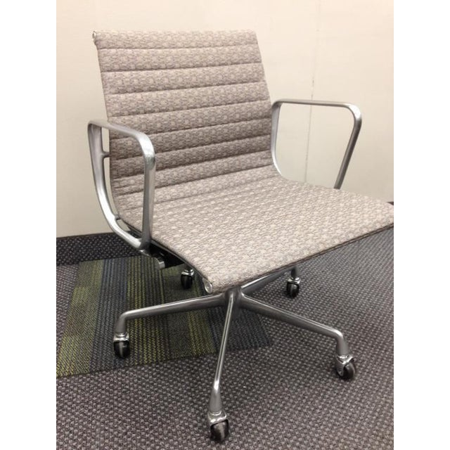 Eames Taupe Aluminum Group Chair - Image 2 of 5