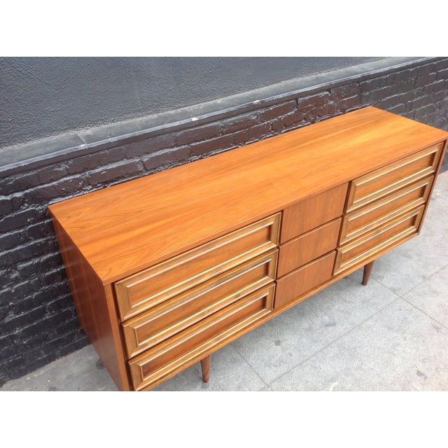 Union Made Mid-Century 9 Drawer Dresser For Sale In Los Angeles - Image 6 of 7