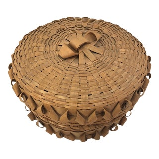 Lidded Micmac Natural Ash Splint Basket With Curlicues For Sale
