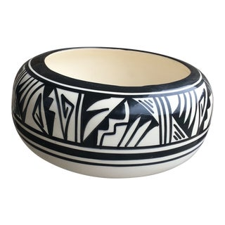 Vintage Native American Navajo Style Bowl For Sale