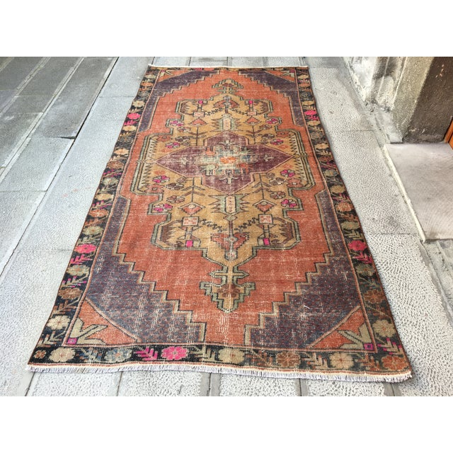 1970s Vintage Turkish Anatolian Hand-knotted Oushak Rug- 4′3″ × 8′ For Sale - Image 9 of 9