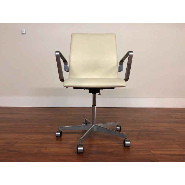 Authentic Arne Jacobsen for Fritz Hansen Oxford Rolling Office Chair in White Leather For Sale - Image 9 of 13