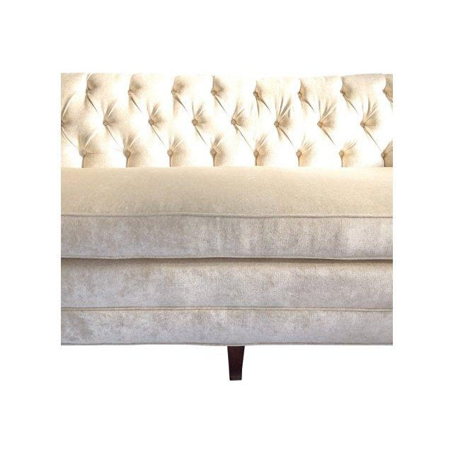 Hodsoll McKenzie Ivory Chesterfield Sofa - Image 4 of 10