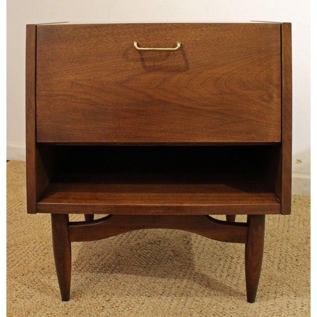 Mid-Century Modern Mid-Century Modern American of Martinsville Merton Gershun Dania Nightstand For Sale - Image 3 of 11