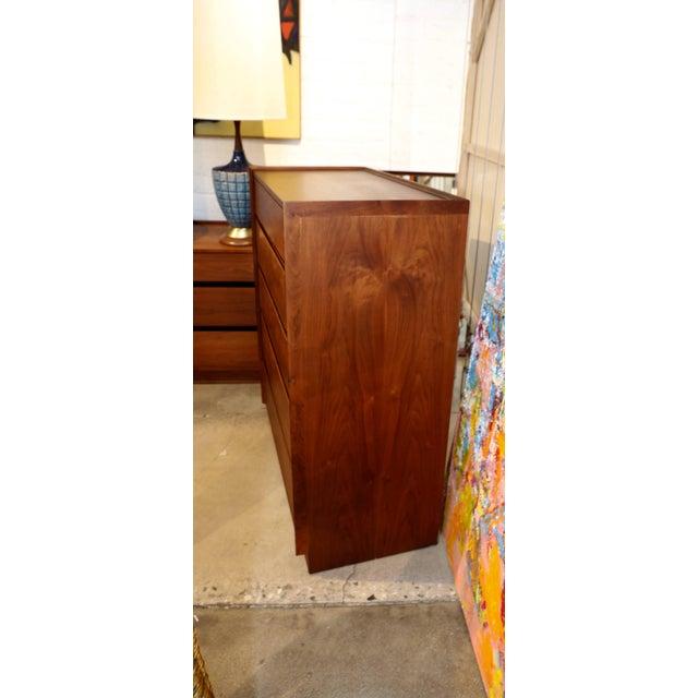 Mid-Century Modern Dillingham Walnut Dresser For Sale - Image 3 of 10