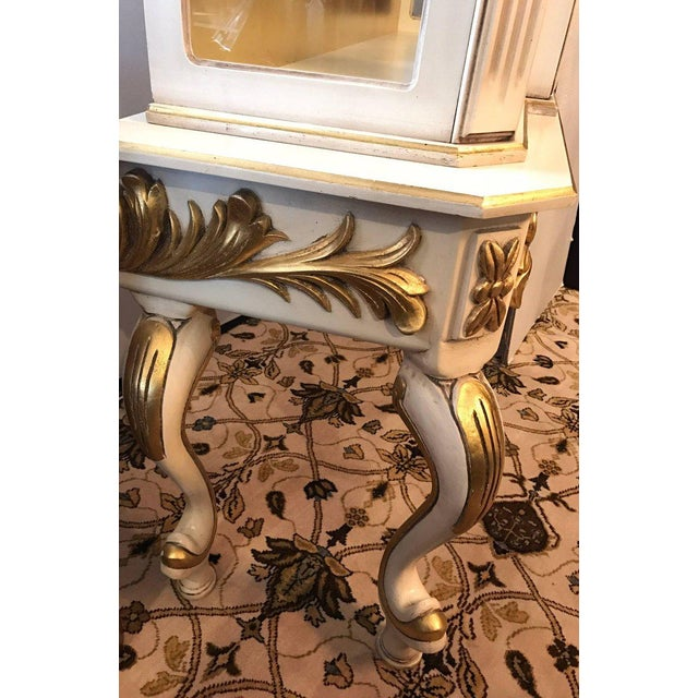 1960s Italian Cream Painted and Gold Gilt Display China Cabinet Vitrine For Sale - Image 5 of 10