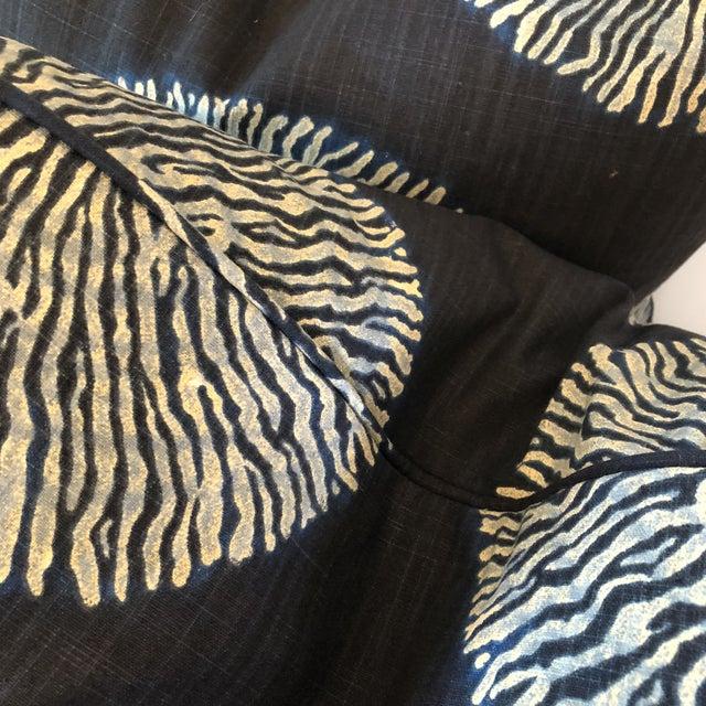 """Robert Allen Robert Allen """"Shibori Sol"""" Linen 22"""" Pillows - a Pair For Sale - Image 4 of 5"""