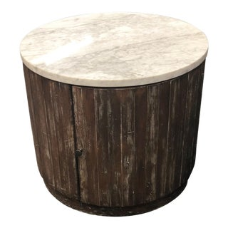Rustic Fairfield Chair Round Marble End Table For Sale