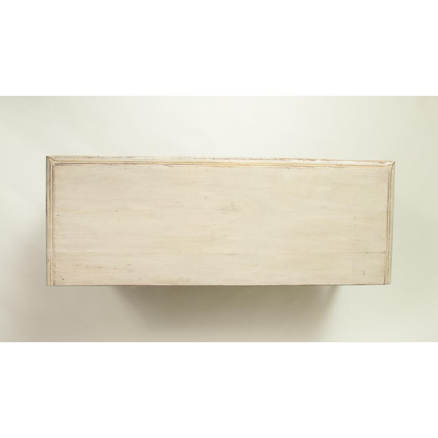 Colefax & Fowler Long Ivory-Painted Hall Bench For Sale - Image 9 of 10