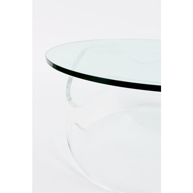 Mid-Century Modern Biomorphic Lucite Coffee Table, 1970s For Sale - Image 3 of 4