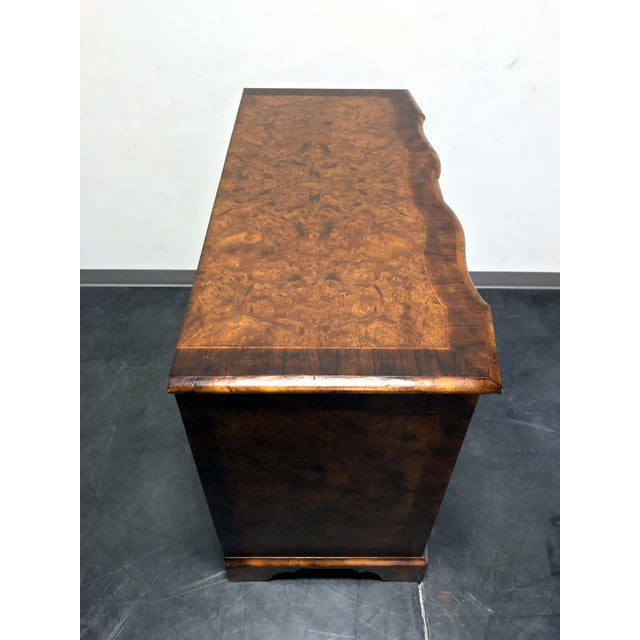Thomas Chippendale Chippendale Inlaid Banded Burl Wood Serpentine Four Drawer Dresser Chest For Sale - Image 4 of 13
